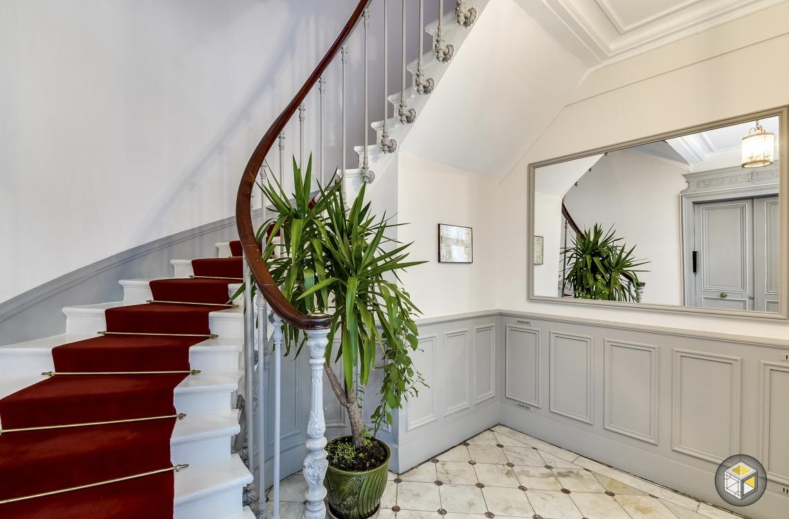 awesome decoration de cage d escalier photos design. Black Bedroom Furniture Sets. Home Design Ideas