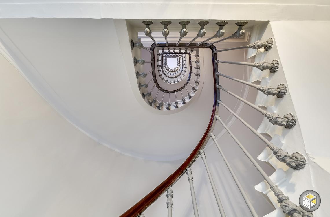 Escalier vue contre-plongée