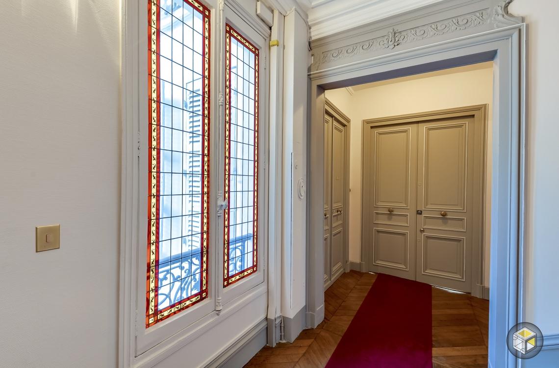 Couloir cage d'escalier