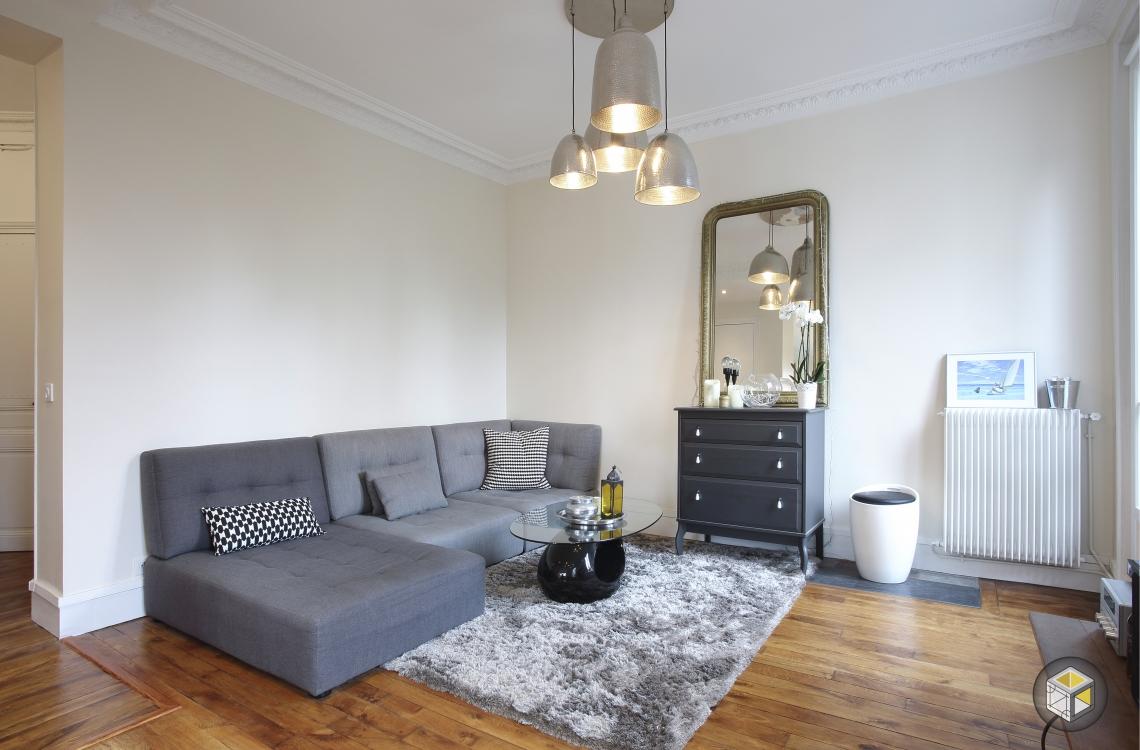 salon appartement tapis miroir parquet canapé