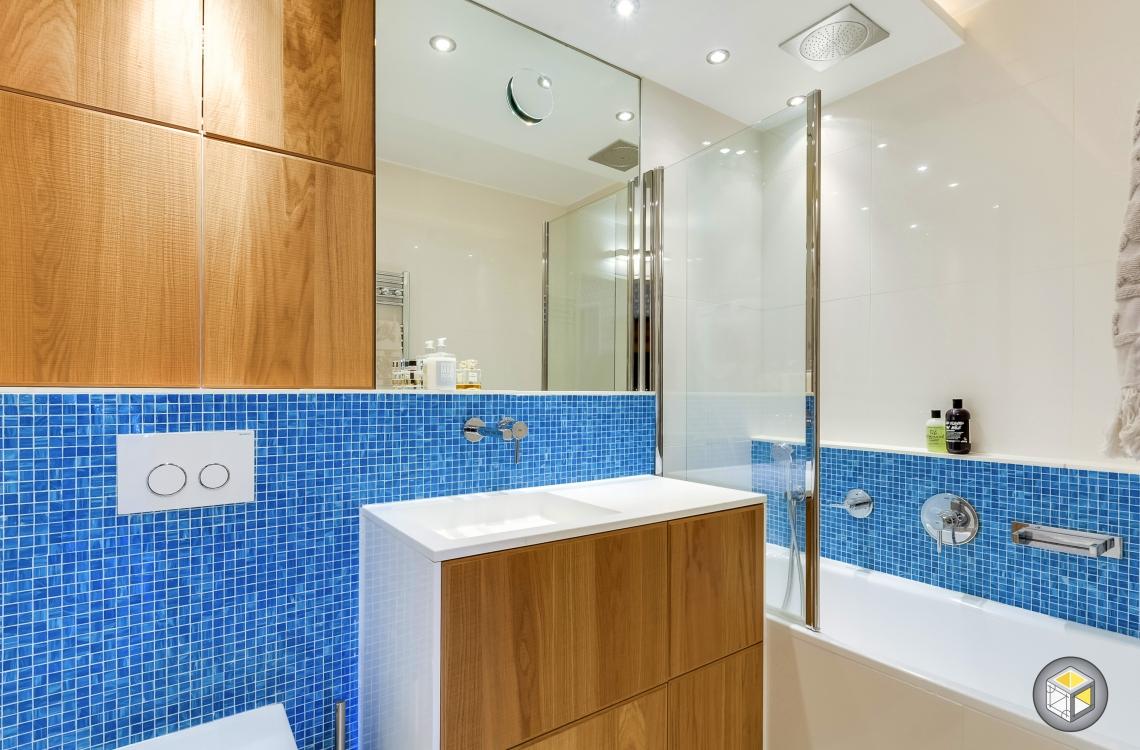 salle de bain mosaïque bois